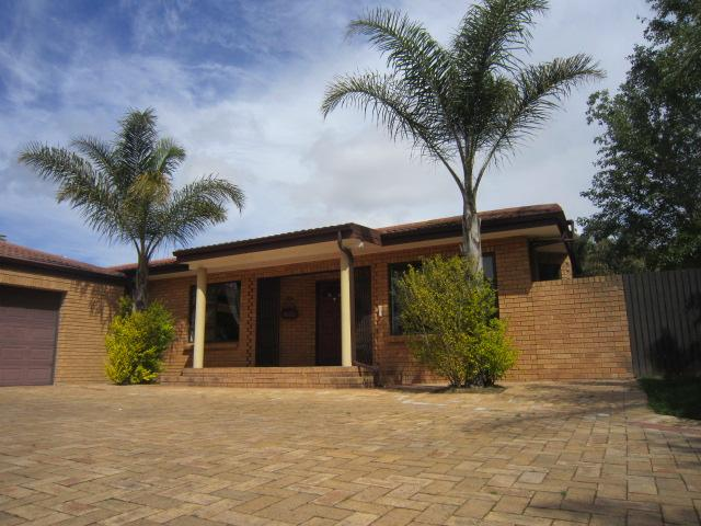 Property For Sale in Vierlanden, Durbanville 1