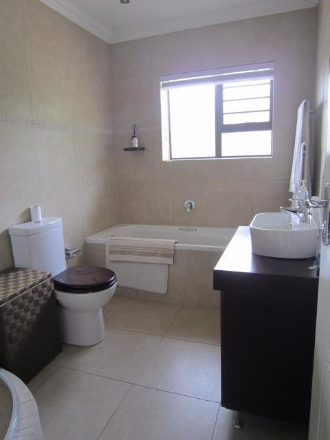 Property For Sale in Vierlanden, Durbanville 17