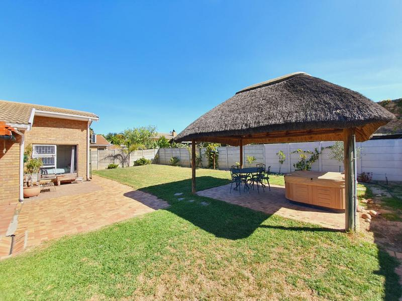 Property For Sale in Uitzicht, Cape Town 8