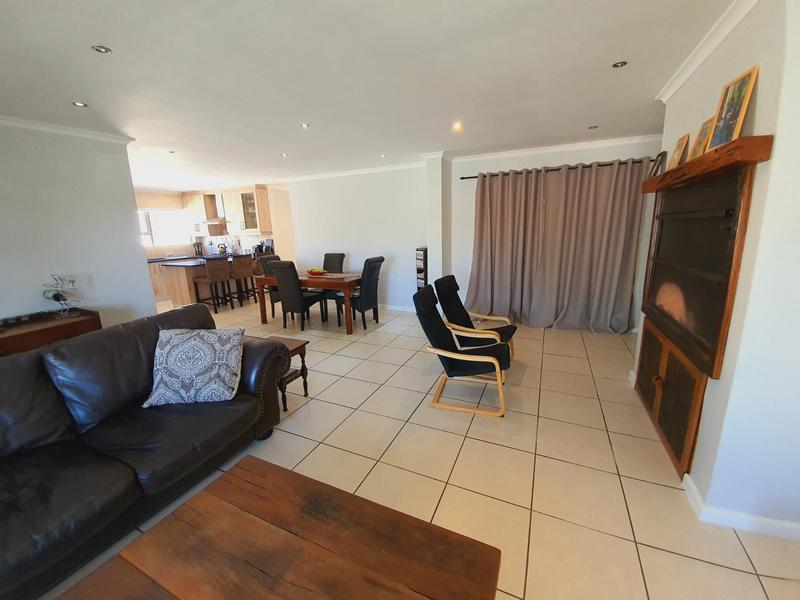 Property For Sale in Uitzicht, Cape Town 19
