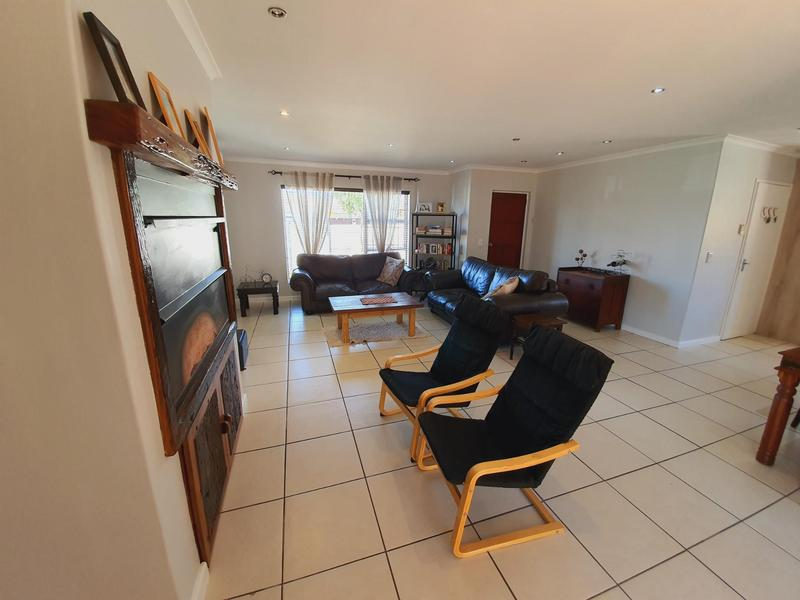 Property For Sale in Uitzicht, Cape Town 20