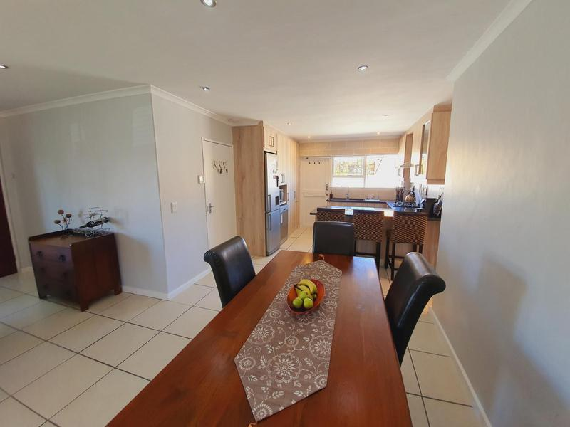 Property For Sale in Uitzicht, Cape Town 24