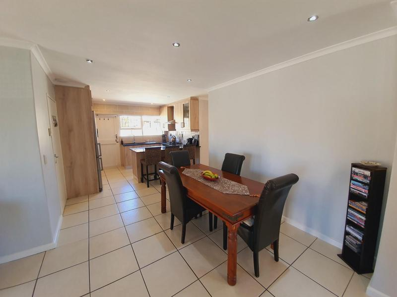 Property For Sale in Uitzicht, Cape Town 25