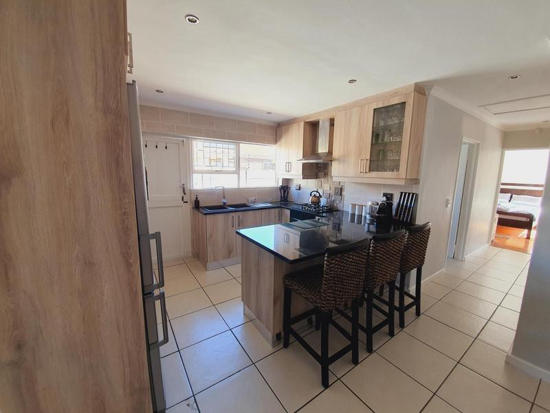 Property For Sale in Uitzicht, Cape Town 26