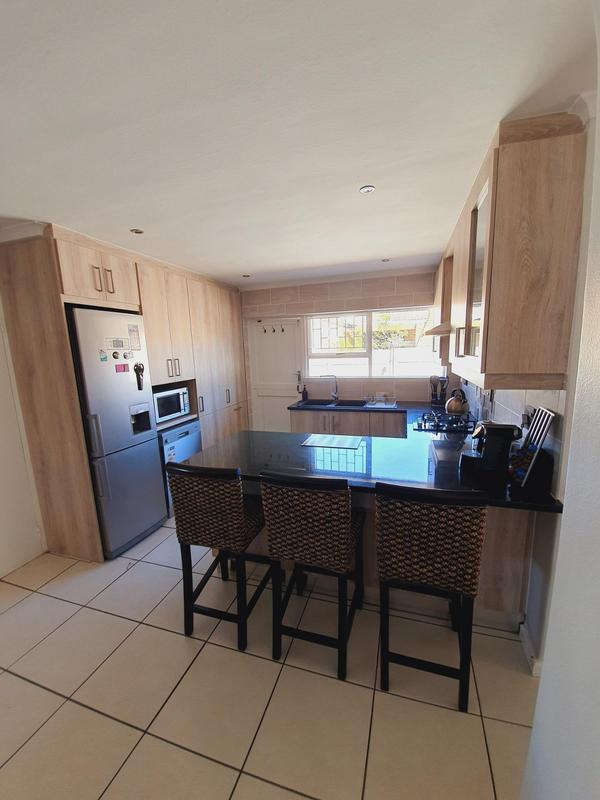Property For Sale in Uitzicht, Cape Town 28