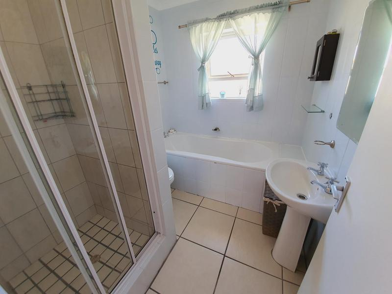 Property For Sale in Uitzicht, Cape Town 42